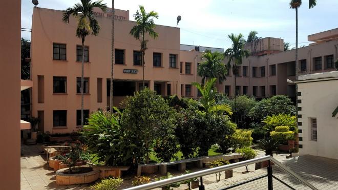 Vidaĵo de la centra korto de ISI, Bengaluro, Barato.
